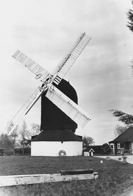 Outwood Post Mill, Outwood Common