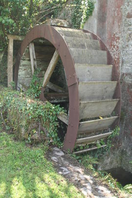 Orcheton Mill - waterwheel - May 2010 ii