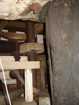 Governor and belt drive from upright shaft, post mill, Madingley