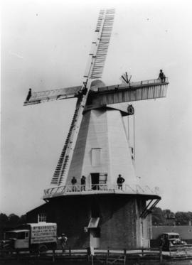 Smock mill, Willesborough, with six men and manwaring's lorry