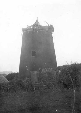 Tower mill, Blidworth, derelict