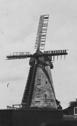 Tower mill, Wingham, showing damaged sails