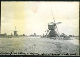 Kinderdijk near Rotterdam, Wipmolen at work, 3 smocks in background