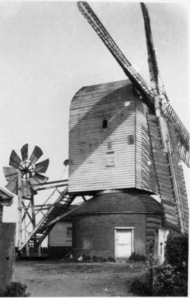 Post mill, Darsham, with sails and fantail