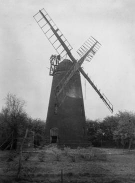 Tower mill, Over, derelict with cap
