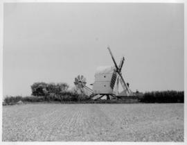 Post mill, Great Chishill, distant profile