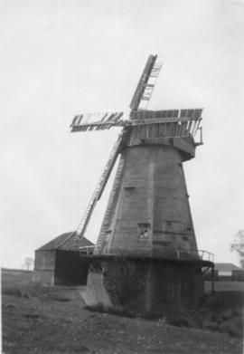 Smock mill, South Ockendon, disused, with shed