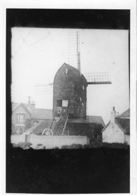 Disused(?) post mill with sails