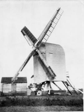 Post mill, Chillenden, with outbuilding