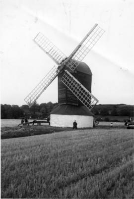 Post mill, Pitstone Green, preserved