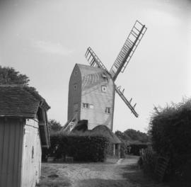 Stocks Mill, Wittersham, showing one damaged sweep