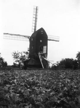 View across field, Mount Ephraim Mill, Ash
