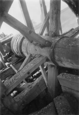 Brake wheel and wind shaft, smock mill, Lacey Green