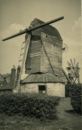 Post mill, Bardfield Saling, derelict