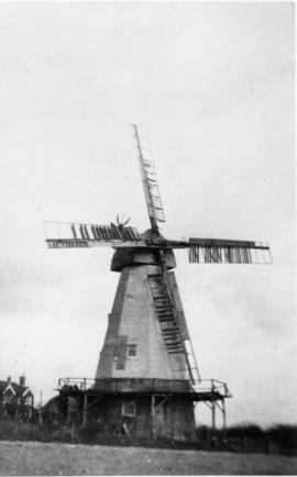 Lower Mill, Woodchurch, with damaged sweeps