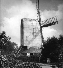 Post mill, Playden, showing signs of disrepair