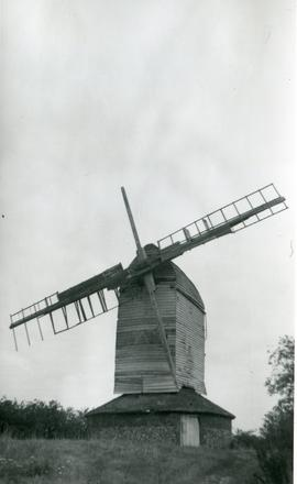 Post mill, Drinkstone, with two broken sails