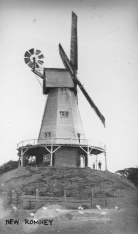 Smock mill, New Romney, at work