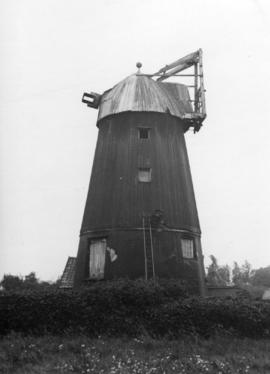 Smock mill, Wicken, with sails removed