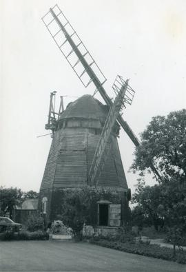 Smock mill, Fulbourn, from lawn