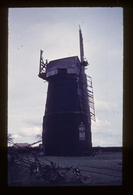 Banham Road Mill, Kenninghall, derelict, with cap and two sails