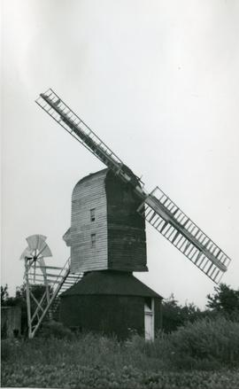 Post mill, Syleham, with only two sails