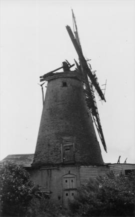 Tower mill, Wingham, derelict with sails broken and cap lost
