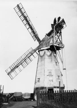 Close-up view, smock mill, Alderton