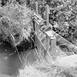 Detail of sluice mechanism, Barcombe Farm, Alton Pancras
