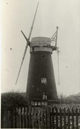 Tower mill, Blundeston, with stocks only