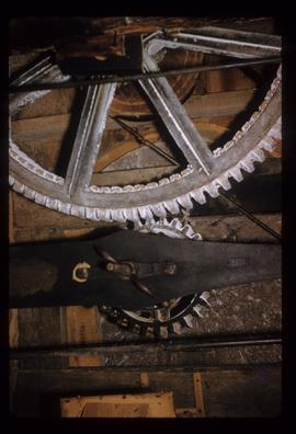Great spur wheel, bridgetree and stone nut, New Mill, Cross in Hand