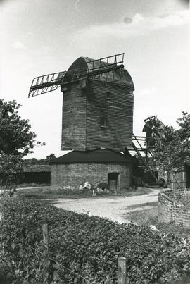 Millstones and broken sails, Upthorpe Road Mill, Stanton