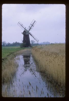 Derelict tower windpump with cap and four sails