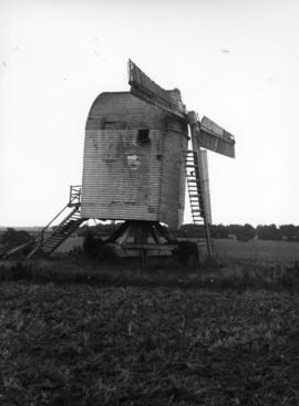 Post mill, Chillenden, dilapidated, one sweep missing, remainder deteriorating