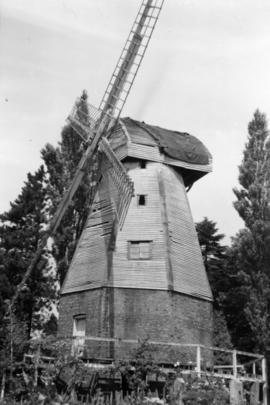 Watts' Cross Mill, Hildenborough, derelict