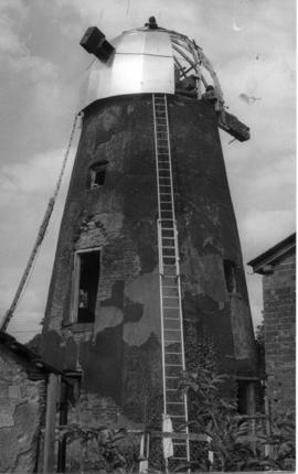 Fitting new cap, tower mill, Bardwell