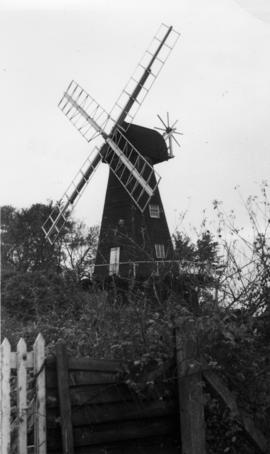 Smock mill, Meopham, with incomplete fantail