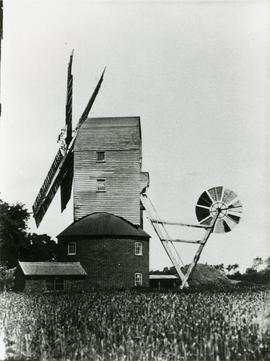 Broad Green Mill, Wetheringsett, with sails and fantail