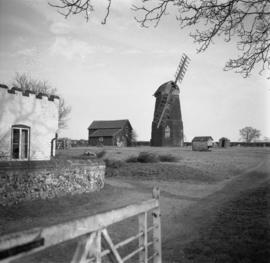 Banham Road Mill, Kenninghall, two sails