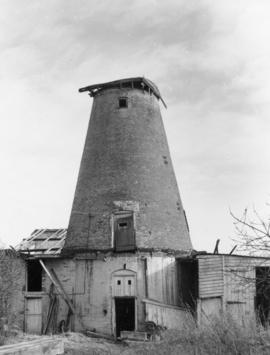 Tower mill, Wingham, during demolition