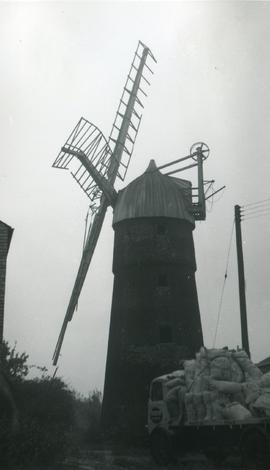 Pymore Mill, Pymoor, with broken sails