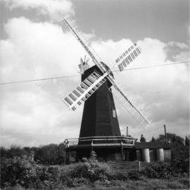 Davison's Mill, Stelling Minnis, preserved with sails