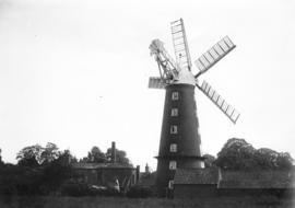 Hoyle's 5-sailed Mill, Alford, with buildings
