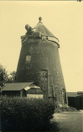 Tower mill, Oundle, derelict