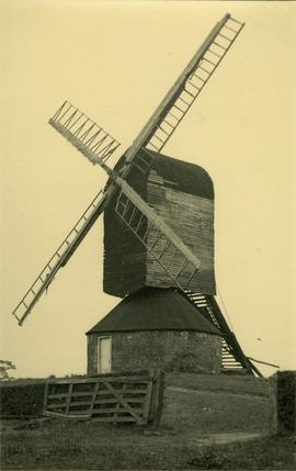 Post mill, Mountnessing, working