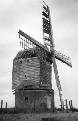 Post mill, Kibworth Harcourt, derelict