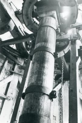 Upright shaft and wallower, smock mill, Ashley