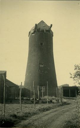 Tower mill, Ditchingham, without sails