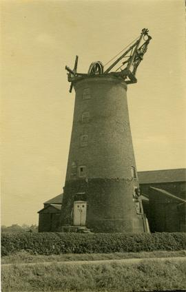 Tower mill, Sutterton, with cap now demolished