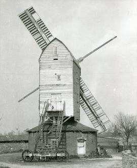 Upthorpe Road Mill, Stanton, with two broken sails